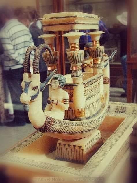 ابوالحجاج العماري يكتب:  مملكة الأنامل الذهبية- صناعة الالباستر بالأقصر