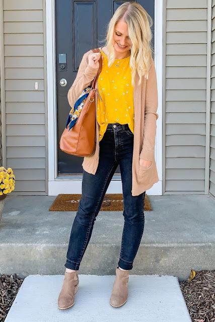 Black jeans are a fall wardrobe staple #blackjeans #fall #wardrobestaple