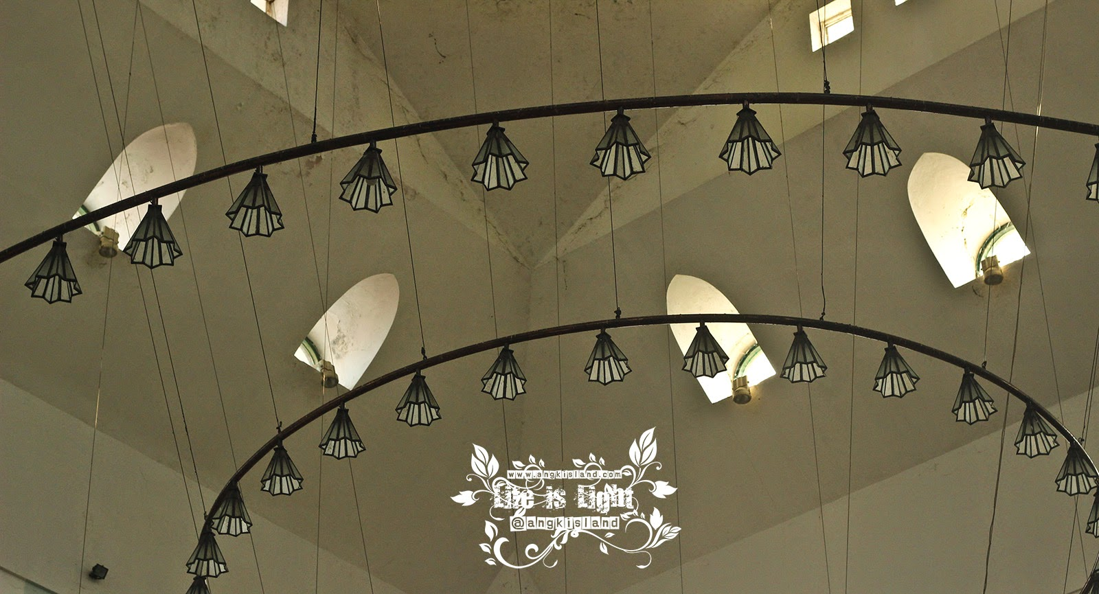 Lampu Masjid Agung Jawa Tengah
