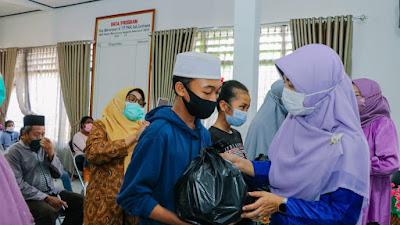LKKS NTB Salurkan Ratusan Paket Sembako di Sumbawa