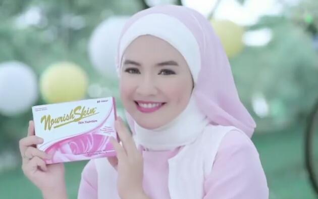 Cewek Jilbab Pink Iklan NourishSkin Skin Nutrition