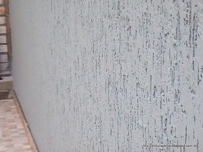 grafiato por cima de azulejo antigo