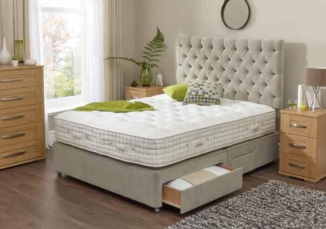 Pernah terfikir membuat tempat tidur multifungsi dengan lemari pakaian, namun belum kesampaian.