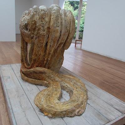 escultura da artista Louise Bourgeois no museu de Serralves