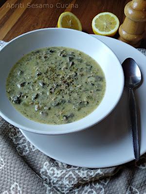 Maghiritsa è la zuppa pasquale che si prepara nella cucina greca una volta all'anno, per la cena dopo la Resurrezione.