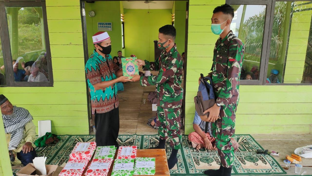 Peringati Maulid Nabi Muhammad SAW, Satgas Pamtas Yonif 642 Berikan Bantuan Al-Quran