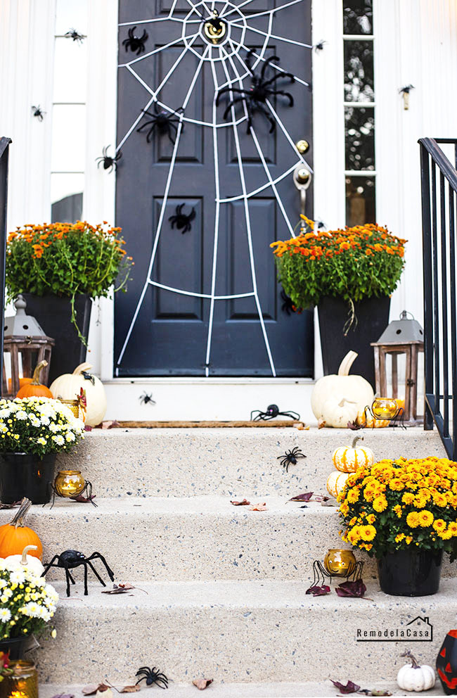 How to make a spider web on the door - Halloween decor