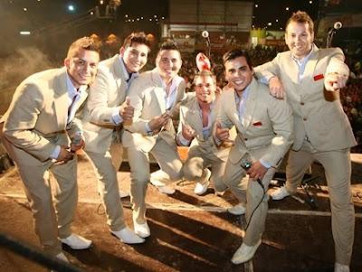 Foto de la Orquesta Candela uniformados