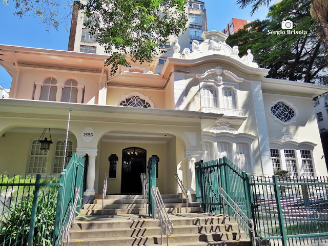Vista de antigo Casarão na Avenida Angelica - Higienópolis - São Paulo