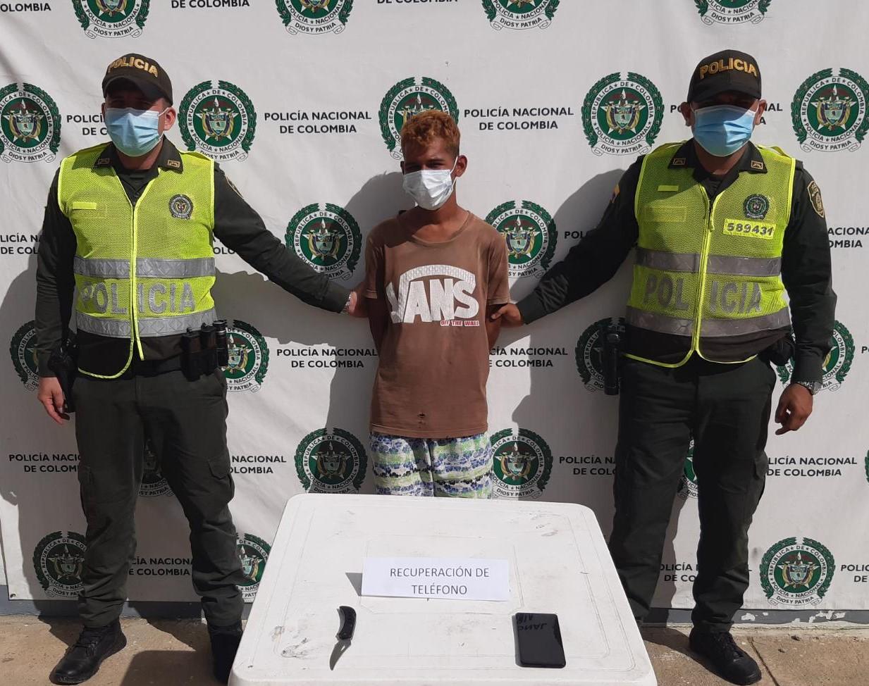 hoyennoticia.com, En Uribia comunidad detuvo un ladrón de celulares