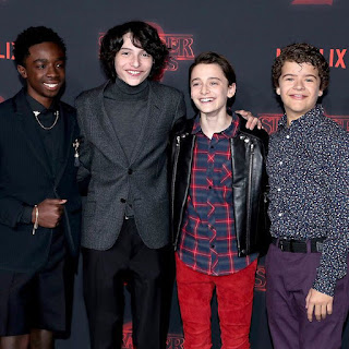 The cast of #StrangerThings2 hit the black and red carpet at the @Netflix series