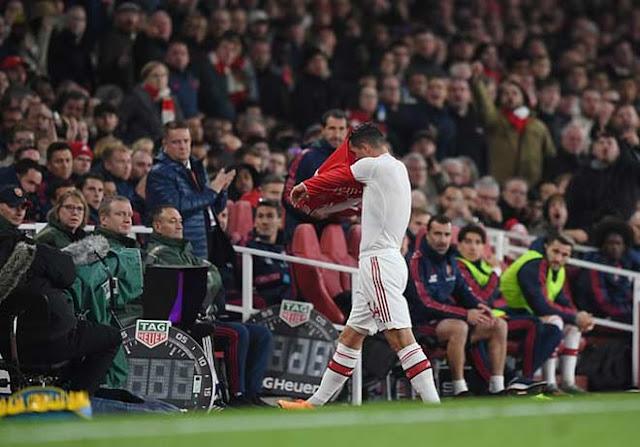 Biến loạn tại Arsenal: Thủ quân Xhaka bị fan dọa giết, cầu thủ đòi đuổi HLV Emery