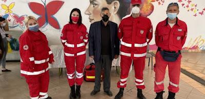 Διασώστες του Ερυθρού Σταυρού στην Κεντρική Αγορά Καλαμάτας