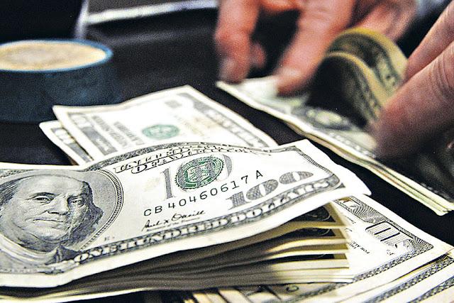 Dólar cierra al alza