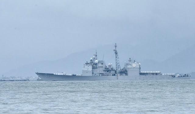 Cận cảnh siêu tàu sân bay USS Theodore Roosevelt dài 332m thả neo ở vịnh Đà Nẵng