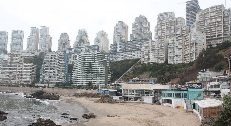Así cambió en 60 años Cochoa, la pequeña playa ubicada al norte de Reñaca