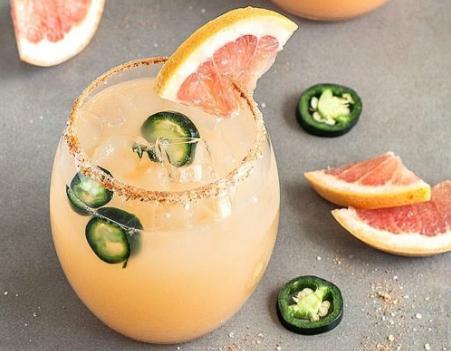 SPICY GRAPEFRUIT JALAPEÑO MARGARITA #margarita #cocktail #drink #sangria #party