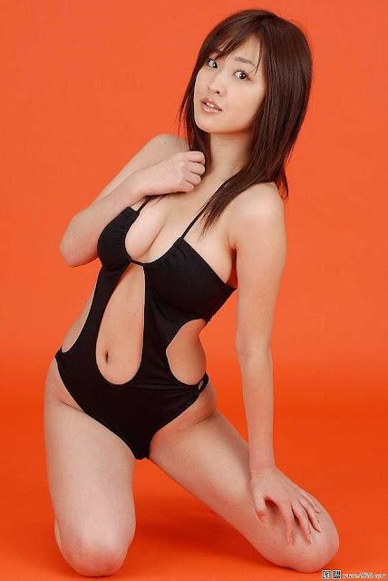 """Áo """"khoét đúng chỗ hiểm"""" gây thương nhớ của các hot girl người đẹp châu Á"""
