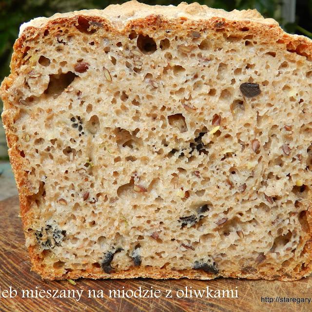 Chleb mieszany na miodzie z oliwkami - sierpniowa piekarnia