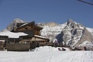 Ski Hütten entlang der Skipisten in Südtirol