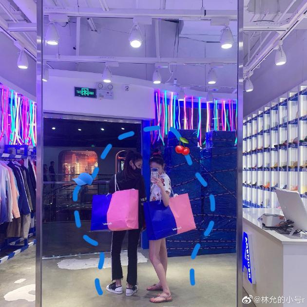 Zhou Jieqiong Lin Yun shopping