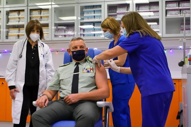 Εμβολιάσθηκε ο Αρχηγός ΓΕΕΘΑ κάνοντας την αρχή για τις ΕΔ (ΦΩΤΟ)