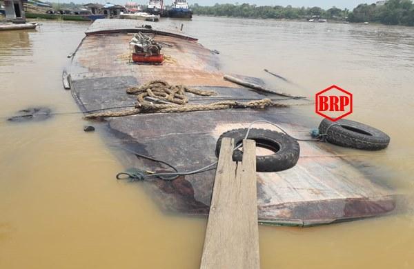 Ya Tuhan..! Kapal Sembako ini Tenggelam Menabrak Kayu