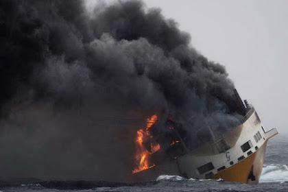 Kapal peti kemas Italia menuju Brasil dan membawa 2.000 mobil, termasuk 37 Porsche, tenggelam di lepas pantai Prancis
