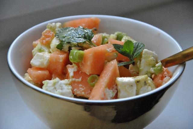 Ein Geschmackserlebnis: Minze und Frühlingszwiebeln im Melonensalat