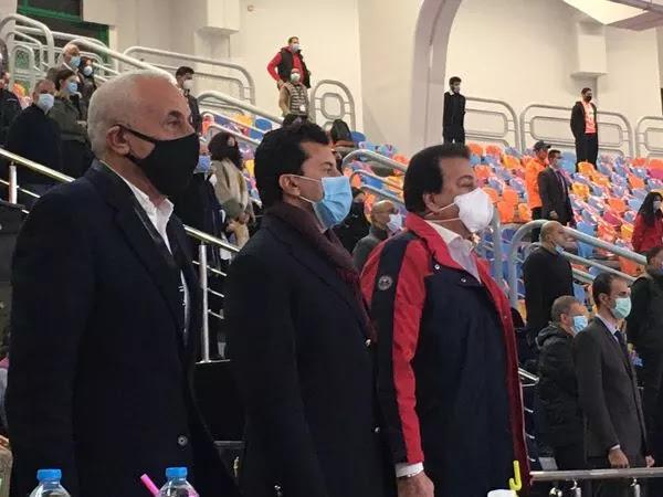 وزير الشباب والرياضة يؤازر المنتخب الوطني لكرة اليد أمام بيلاروسيا