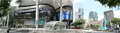 Orchard Road, yang merupakan destinasi popular dalam kalangan pelancong ke Singapura