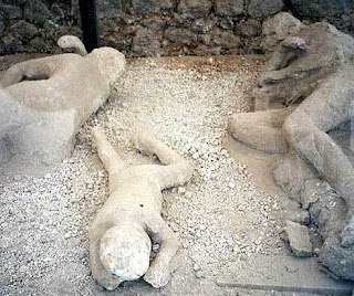 citizens of pompeii die and become stone