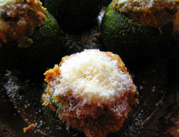 Round zucchinis stuffed with tuna by Laka kuharica:  sprinkle grated cheese on top of each stuffed zucchini