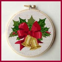 Adorno navideño en punto de cruz