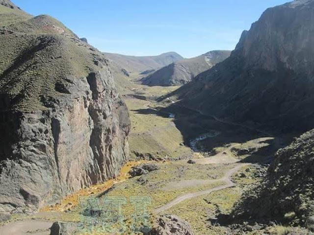 Evidente contaminación de los ríos en Puno por las mineras.