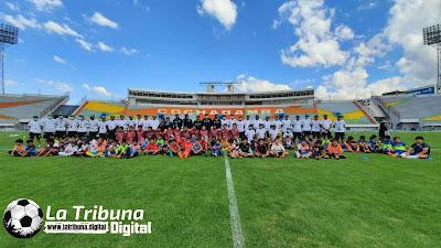 SE PROFESIONALIZA EL FUTBOL BOLIVIANO