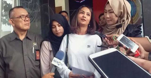 Vanessa Angel Dilepas, Celana dalam Ungunya Ditahan Polisi