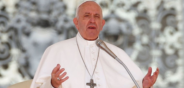 """Fazer aborto é como mandar """"contratar um assassino profissional"""", diz Papa Francisco"""