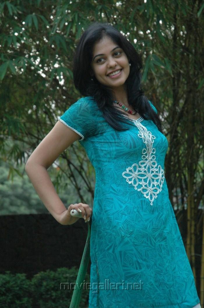 Latest Movies Gallery Bindu Madhavi Latest Images
