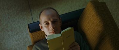 Gerd leyendo y descubriendo a Bertold Brecht