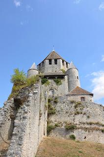 Grosse tour qui surplombe la ville de Provins