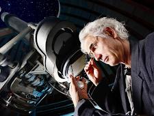 Pendapat Para Astronomi Ketika Berada Di Luar Angkasa