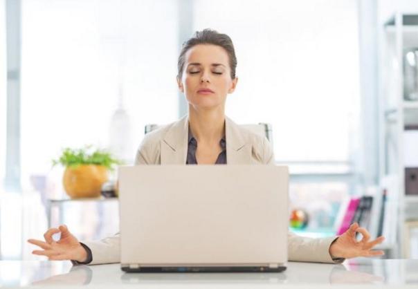 Cara Melepaskan Diri dengan Bermeditasi di Tempat Kerja
