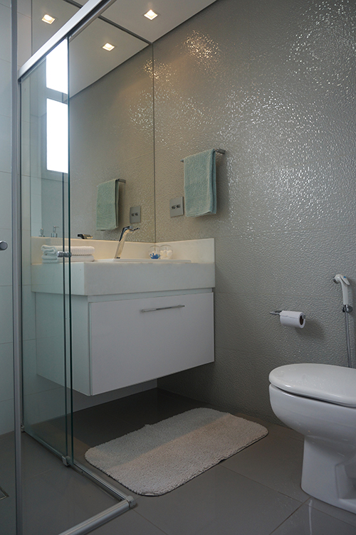 Ambientes com Cinza -> Banheiro Pequeno Cor Cinza