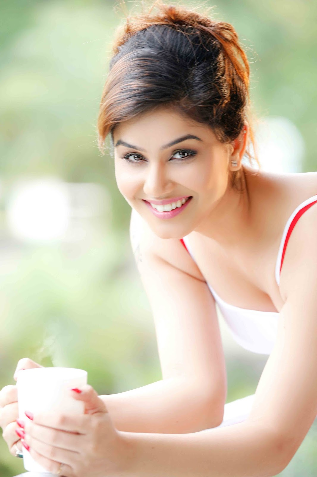 Kangna Sharma with coffee, Kangna Sharma wallpaper
