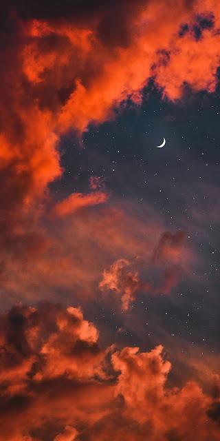 Ánh trăng giữa bầu trời đêm có vẻ đẹp tuyệt trần