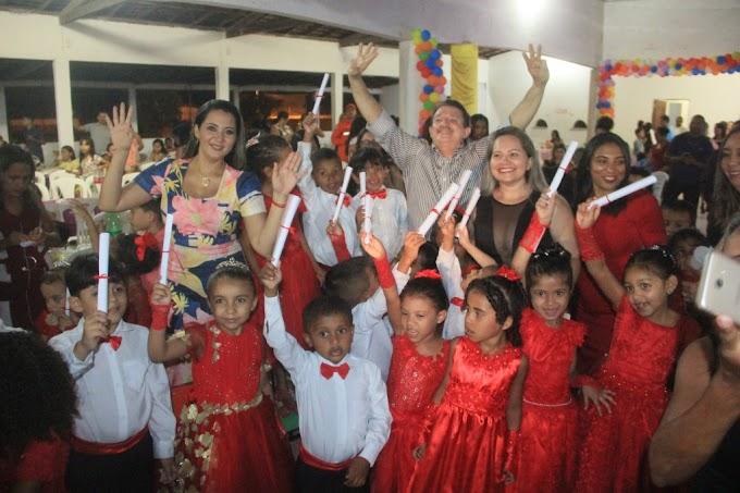 Escolas Municipais realizam formatura de alunos em Chapadinha-MA.