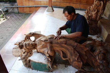 Mas Centre Village Wood Carving Handicrafts