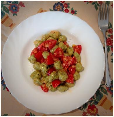 gnocchi verdi con pomodori freschi