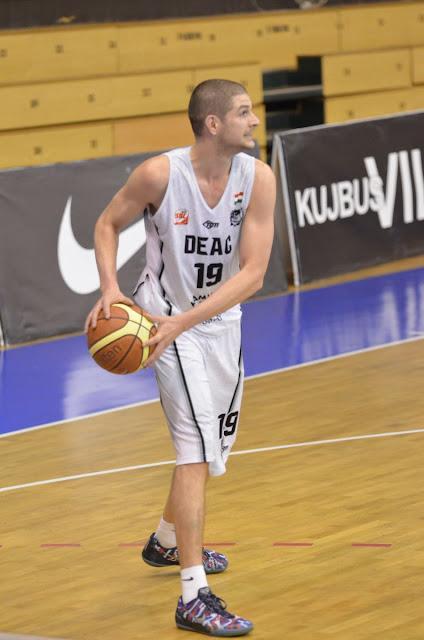 Igazi sportcsemegéket ígér a hétvége: a férfi kosarasok sorsdöntő mérkőzésre, a DASE labdarúgói rendhagyó rangadóra készülnek. A Vasas Akadémia elleni mindent eldöntő harmadik találkozóra készül a DEAC Kamilla Gyógyfürdő férfi kosárlabda csapata.